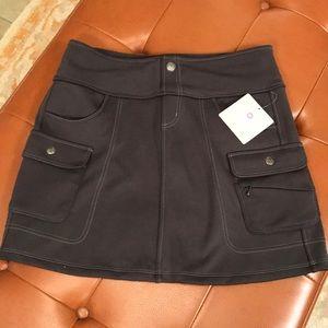 Athleta Snowslide Skirt Gray 4 front pockets SizeS
